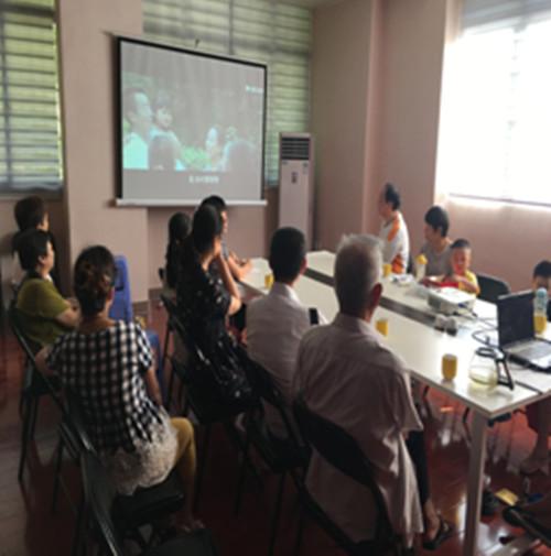 组织党员观看微电影《廖俊波》