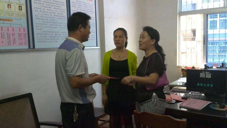 邵武武夷烟叶公司领导走访慰问社区困难群众