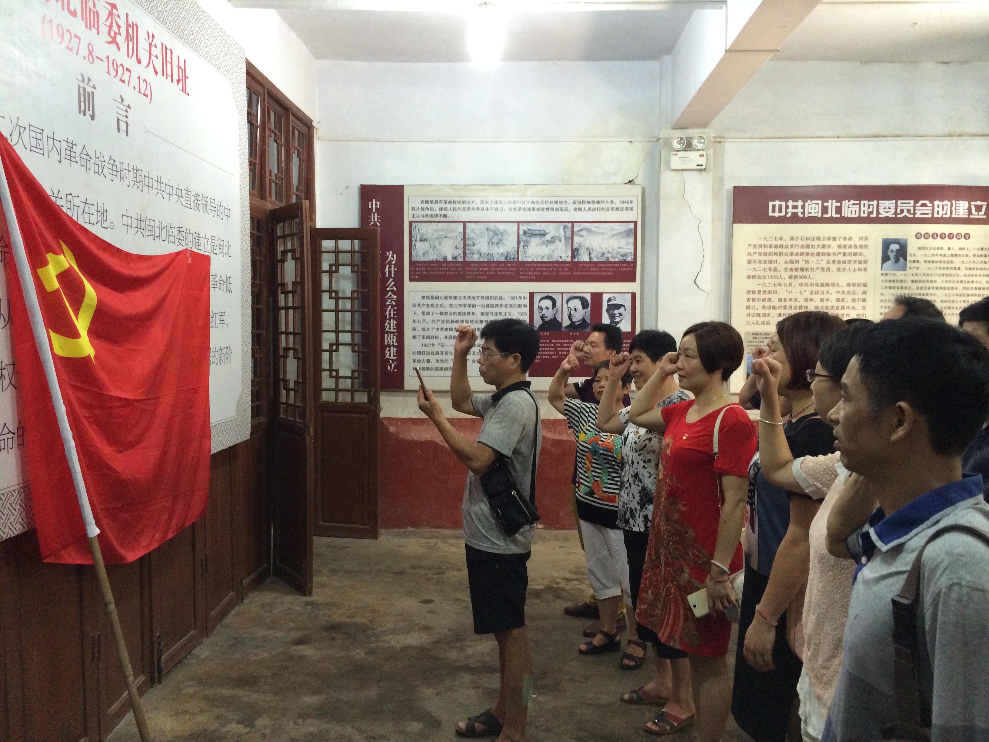 红星支部携手市就业中心重温红色历史