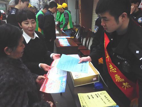 龙翔社区开展学雷锋纪念日禁毒宣传